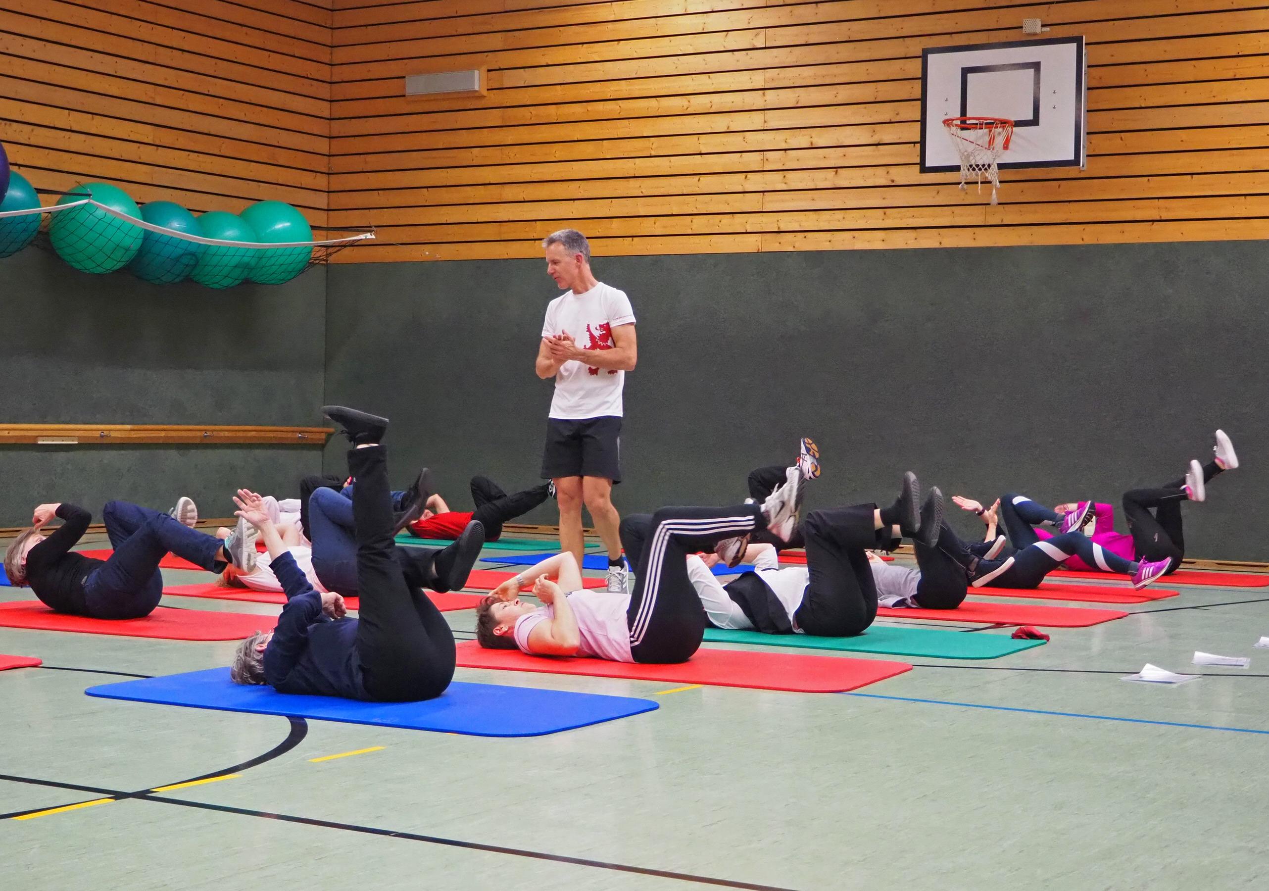 High-Intensity-Training (HIT) mit Dr. med. Stephan Biesenbach, Ärztlicher Leiter Geschäftsbereich Prävention und Gesundheitsförderung beim PASSAUER WOLF. Foto: PASSAUER WOLF/Jenny Reinbold