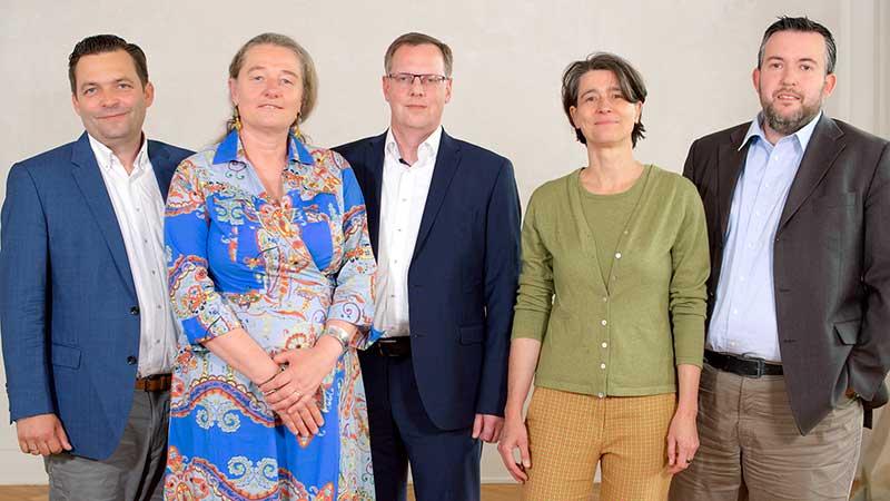 Sind stolz: Mit einem Video hat sich die Geschäftsleitung der Dr. Becker Klinikgruppe bei ihren Mitarbeitern/innen für deren Pioniergeist bedankt. Die Klinikgruppe war zuvor von WELT als innovativstes Reha-Unternehmen Deutschlands ausgezeichnet worden.