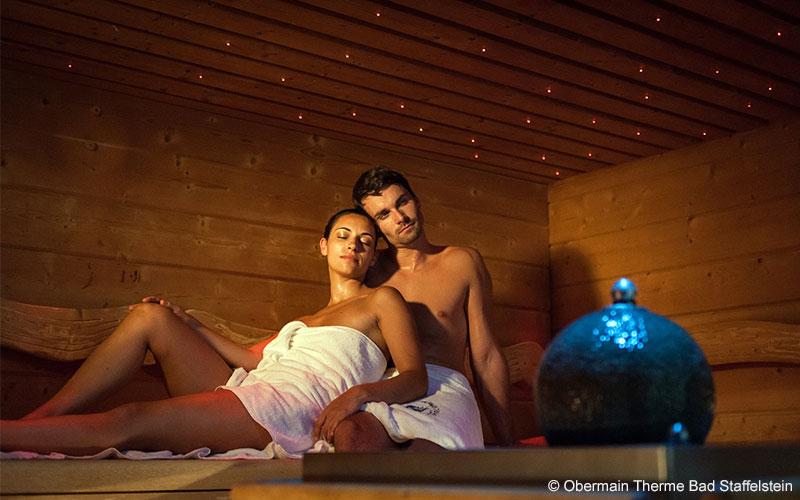 Den Valentinstag (14. Februar) können Verliebte zu zweit im kuscheligen Ambiente der Obermain Therme genießen und sich mit einem besonderen Drei-Gang-Bademantel-Menü kulinarisch verwöhnen lassen.