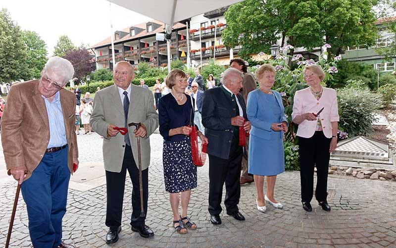 Die Gesellschafter des Passauer Wolf eröffnen die neue Passauer Wolf Lodge & Therme in Bad Griesbach. Bildnachweis: PASSAUER WOLF/Stephan Rubenbauer