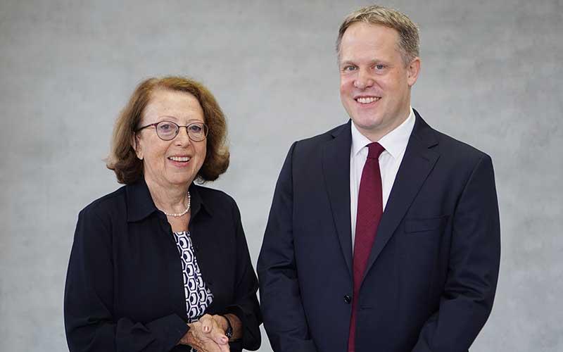 Generationswechsel: Paul-Georg Friedrich übernimmt von seiner Mutter Dr. Dagmar Schmieder den Vorsitz der Geschäftsführung der Kliniken Schmieder.