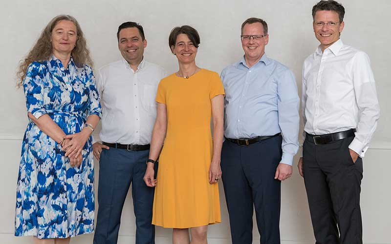 Der Vorstand der Dr. Becker Unternehmensgruppe: Dr. Ursula Becker, Bastian Liebsch, Dr. Petra Becker, Tobias Hummel und Thorsten Pulver (v.l.n.r.).