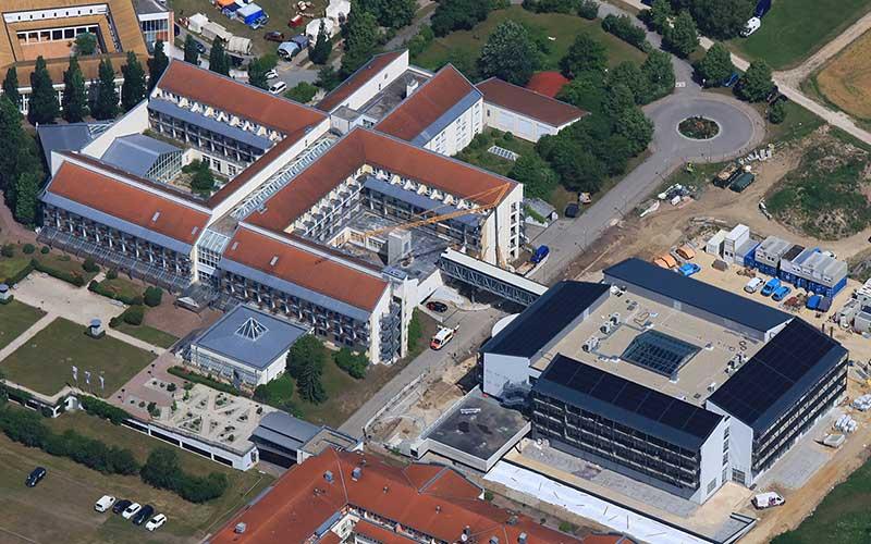 Luftbildaufnahme der neuen Passauer Wolf Fachklinik Bad Gögging