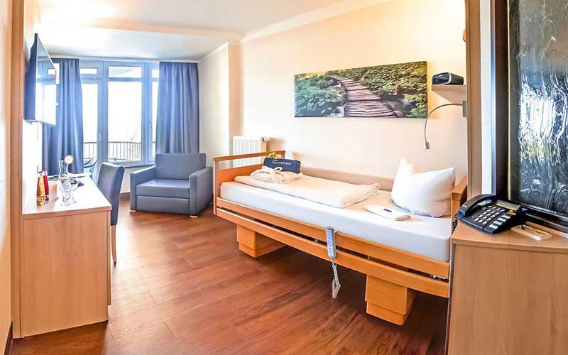 Neues Patientenzimmer in der JOhannesbad Klinik Bad Füssing