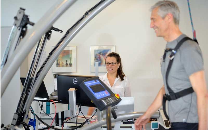 Per Ganganalysen zum Doktortitel: Juliane Pietschmann hat im biomechanischen Institut der Klinik Lindenplatz Bewegungsmuster der Patienten bis ins kleinste Detail erforscht.